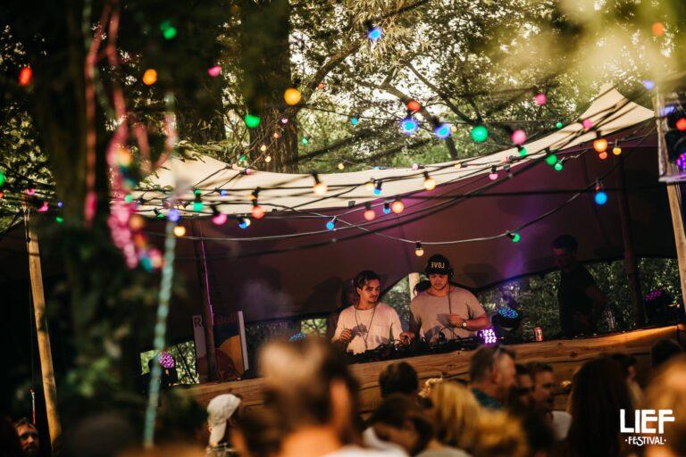 Prikverlichting op lief festival