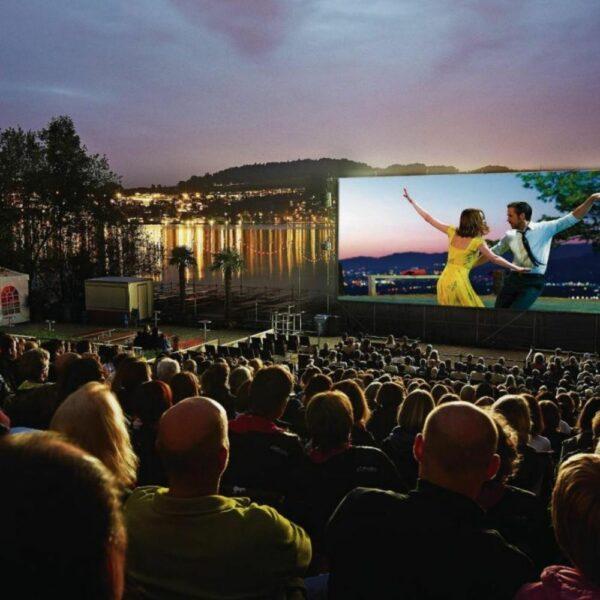 Openlucht bioscoop personen voor 100 personen