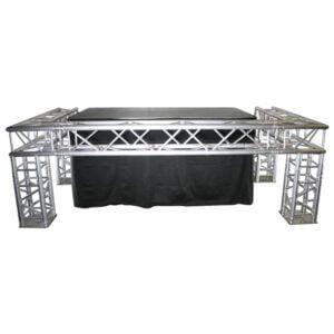 Truss DJ Booth met 2x1m podium op 100cm (3x1,5m) buitenmaten
