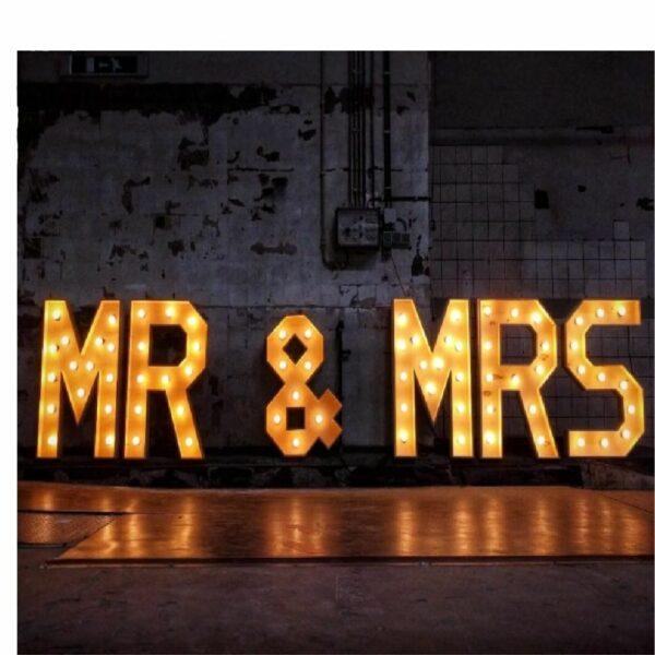Verlichte woorden: mr & mrs huren